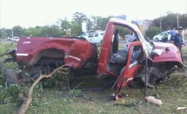 Despistó con su camioneta, volcó y dejó un menor con graves heridas