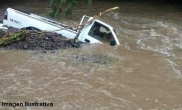 Intentó cruzar el río en una camioneta y murió ahogado