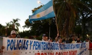 Machacan injerencia política en la protesta de ex policías