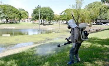 Tras completar el desagote, iniciaron tareas de fumigación en el parque Cambá Cuá