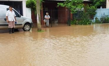 Volvió a llover y la zona céntrica y los barrios volvieron a quedar anegados