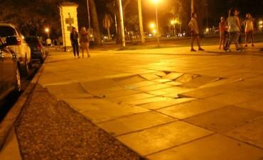 Se hundió un sector del acceso al Parque Mitre en el Puente de la Batería.
