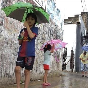Chaparrones morigeraron el calor y anuncian que seguirán los días lluviosos