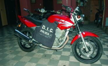 Peligrosos maleantes robaron motocicletas a punta de pistola