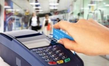 Comercios no aceptan tarjeta de crédito y ofrecen descuentos por pago en efectivo