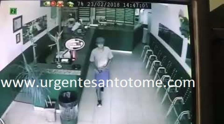Impactante robo con arma blanca en una conocida heladería de Santo Tomé