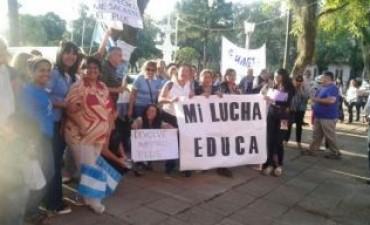 Con una movilización docentes exigen el reintegro del plus descontado por paros