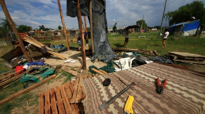 Desalojaron predio del 17 de Agosto y las 50 familias se retiraron de forma pacífica