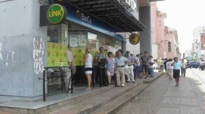 Esperan el anuncio del inminente ajuste salarial en el sector público