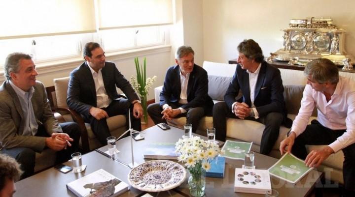 Valdés se reunió con funcionarios de la Nación por obras y la forestoindustria