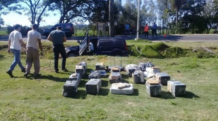 Volcó un camioneta llena de drogas en Laguna Brava