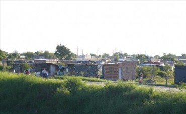 Okupas: mientras esperan una definición judicial en el Pirayuí siguen construyendo