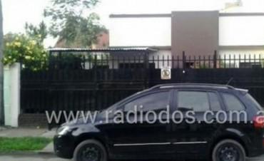 Una mujer fue baleada al robarle mientras ingresaba a su casa en el barrio Santa Rosa