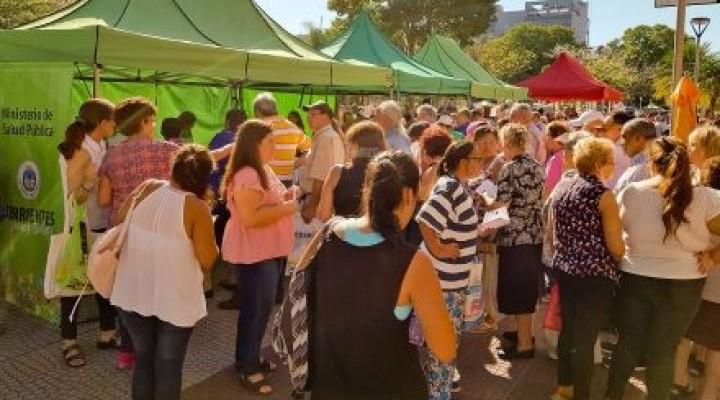Largas filas en la plaza Juan de Vera para acceder a la vacuna antigripal
