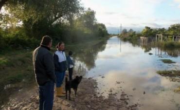 Fue leve el descenso del río y decenas de familias no pueden regresar a sus casas