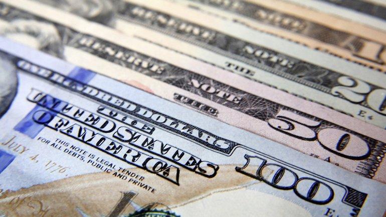 El dólar cayó a su precio más bajo en casi cuatro meses