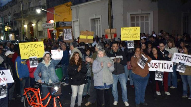 Marcha por el hombre violado por sus compañeros de trabajo en Chascomús