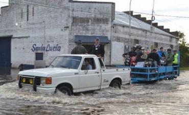 San Luis: suman evacuados y escasean alimentos para asistir a los afectados