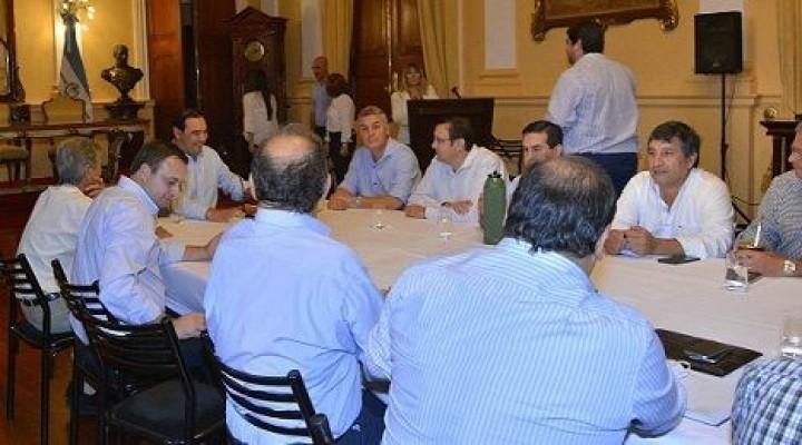 Valdés se reunió con jefes comunales de la UCR, el próximo lunes con opositores