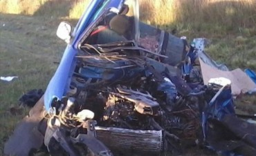 Empleado bancario murió en el choque frontal de una camioneta y un camión