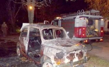 """Con impunidad volvió a atacar banda de """"quemacoches"""" en Monte Caseros"""