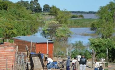 El río comenzó a bajar pero el agua todavía afecta a unas 18 familias de La Tosquera
