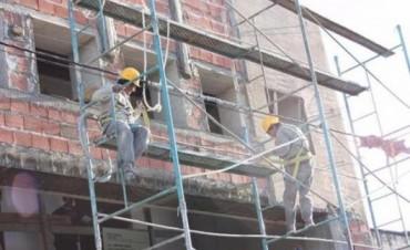 Advierten posibles despidos en las obras si persiste la escasez de bolsas de cemento