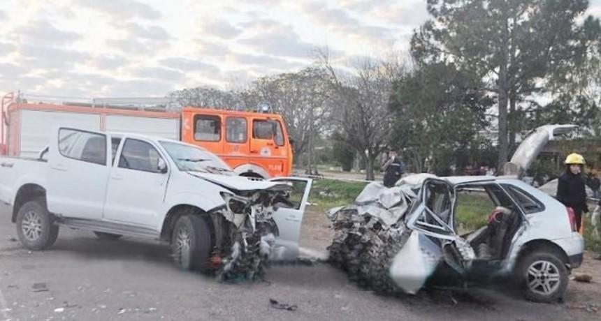 Lavalle: cuatro muertos en el choque frontal de una camioneta y un auto