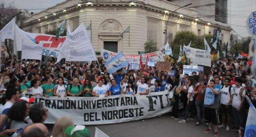 Decanos de la Unne encabezaron la masiva marcha universitaria