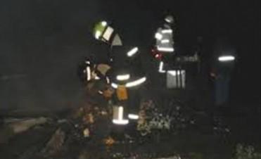 Hallan calcinado a un hombre tras voraz incendio que consumió una casa