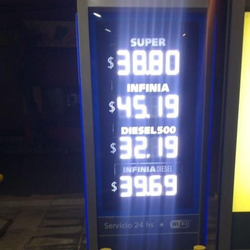 Volvieron a aumentar los combustibles acumulando más del 10 % en el mes