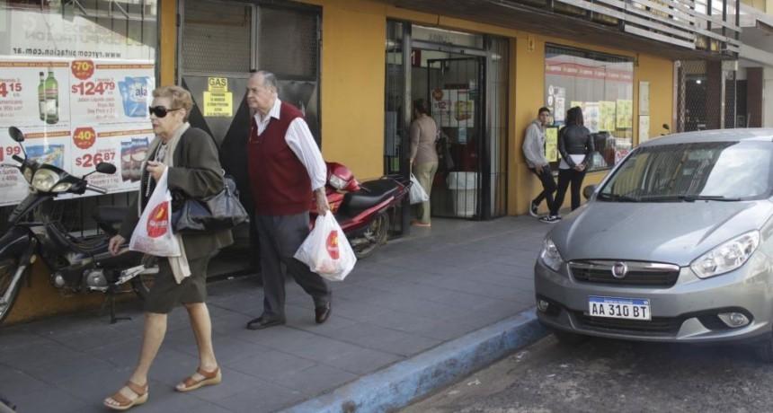 Incertidumbre por el futuro de 700 empleados de supermercado