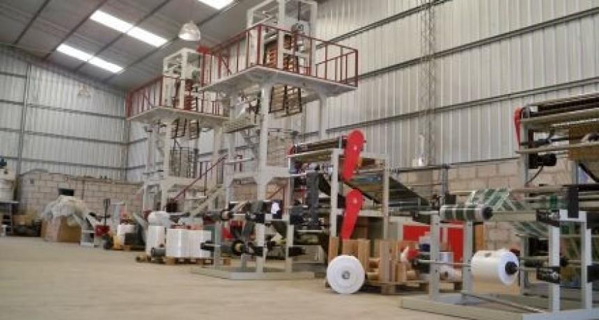 La producción industrial cayó 5,6% en agosto, según el Indec