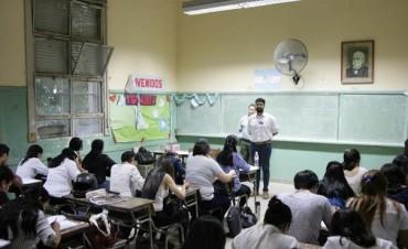 Unos 800 futuros docentes de la provincia rindieron ayer la Evaluación Enseñar