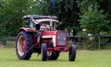 Niña murió al caer bajo las ruedas del tractor que manejaba su padre
