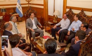 Gustavo Valdés, con intendentes del PaNu