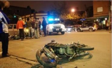 Accidente fatal en Mercedes: Murió un joven motociclista y otro está grave