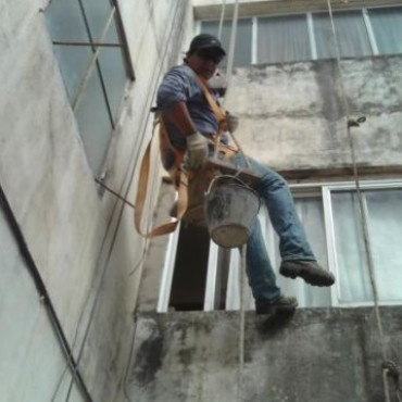 Santo Tomé: obrero fallece tras caer desde un techo
