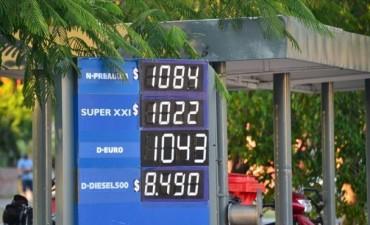 Con el 2014 el precio del litro de nafta premium se elevó hasta los 12,99 pesos