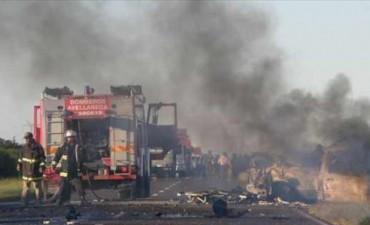 Ruta 14: al menos cinco muertos tras un choque e incendio de un auto