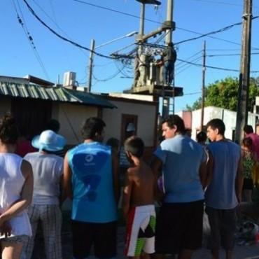 Tras protesta vecinal, la Dpec cambió un transformador y mejoró servicios