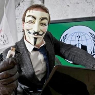 El hacker que hace estremecer a los famosos en Twitter contraataca con una página web