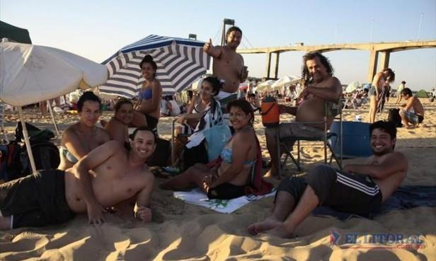 Avanza enero y hay una explosión de turistas en las playas correntinas