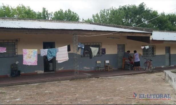 A un mes de vivir en centros de evacuación, las familias ansían el regreso a sus hogares