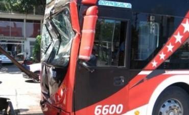 Un auto frenó de golpe y generó un choque en cadena entre seis vehículos