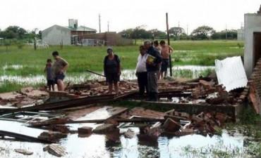 En Goya la cola de un tornado voló techos y sigue la asistencia a otras zonas inundadas