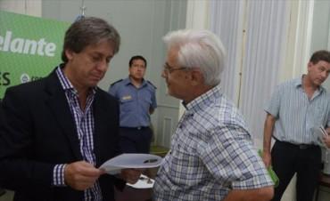 Intensa asistencia a los afectados por la creciente más grande después del 98'