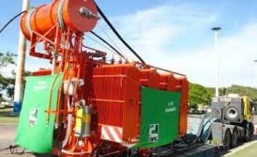 Llegó a La Cruz el transformador que duplicará energía en la zona