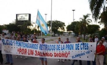 Ex policías cortaron acceso al puente y alistan manifestación para mañana
