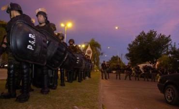 Fuerte operativo de seguridad impidió un nuevo piquete de ex policías que esperan por Colombi